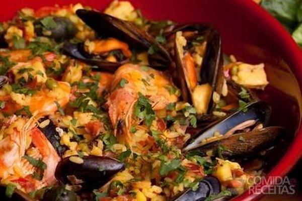 Receita de Paella carioca de frutos do mar - Comida e Receitas