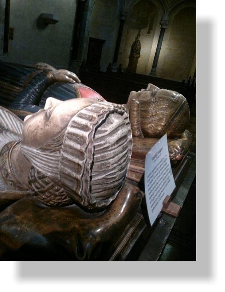 Tumba aus dem 2. Viertel des 13. Jahrhundert des Grafen Gerald von Gelre und seiner Gemahlin Gräfin Margaretha von Brabant. (Liebfrauen-Münsterkirche zu Roermond)
