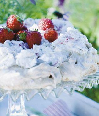 En herlig dessert der både er sprød, sød og frugtagtig – og meget let at lave. Den kan endda forberedes i god tid.