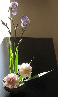 Japanese style flower arranging...so simple & beautiful ❤❤