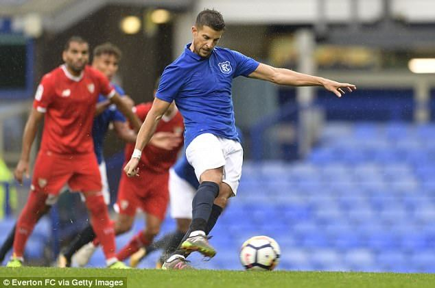 Kevin Mirallas scored a late penalty as Everton drew 2-2 with Sevilla at Goodison Park