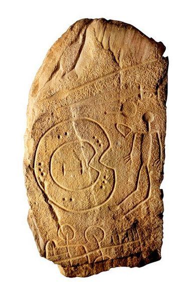 Guerrero con escudo y carro En las estelas funerarias de guerreros halladas en Extremadura y Andalucía se ha visto una manifestación de la cultura tartésica. Estela de Solana de Cabañas. Siglos VIII-VI a.C