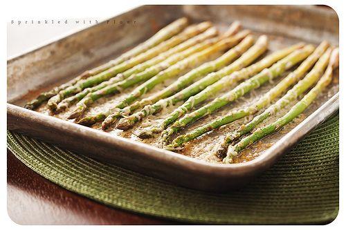Roasted Parmesan Asparagus: Parmesan Asparagus Yum, Side Dishes, Olives Oil, Roasted Parmesan, Food Yummy, Parmesan Asparagusdelici, Sea Salts, Roasted Asparagus, Asparagus Recipe