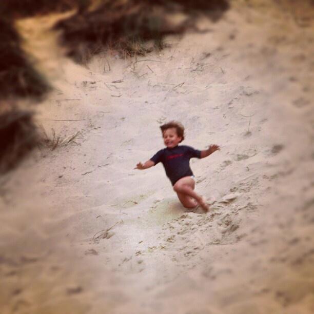Running in the sand  #sand #zand #denhelder #boy #jongen #peuter #summer #summertime #holland #holiday #rennen #falling #jan #hipstagram #websta #best #top #first #announce #netherlands  #nederland #holland - @yvetteretet- #webstagram