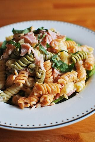 Quick Creamy Pasta With Pasta, Ham, Cream Quark, Garlic, Black Pepper, Paprika, Salad Leaves, Basil