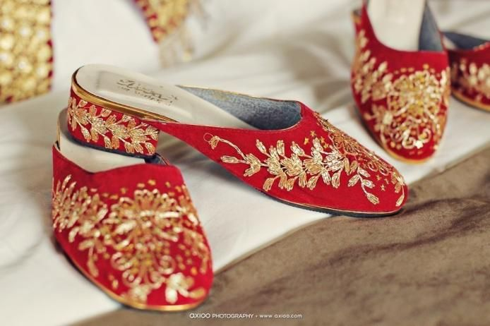 Palembang wedding ceremony, the Sandals. by Axioo Photography