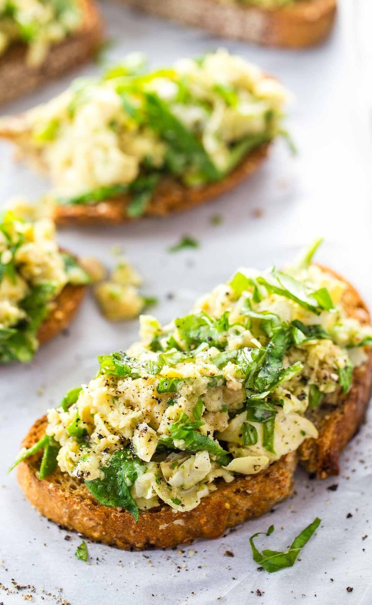 10 Minute White Bean Artichoke and Basil Toasts #artichoke #basil # ...
