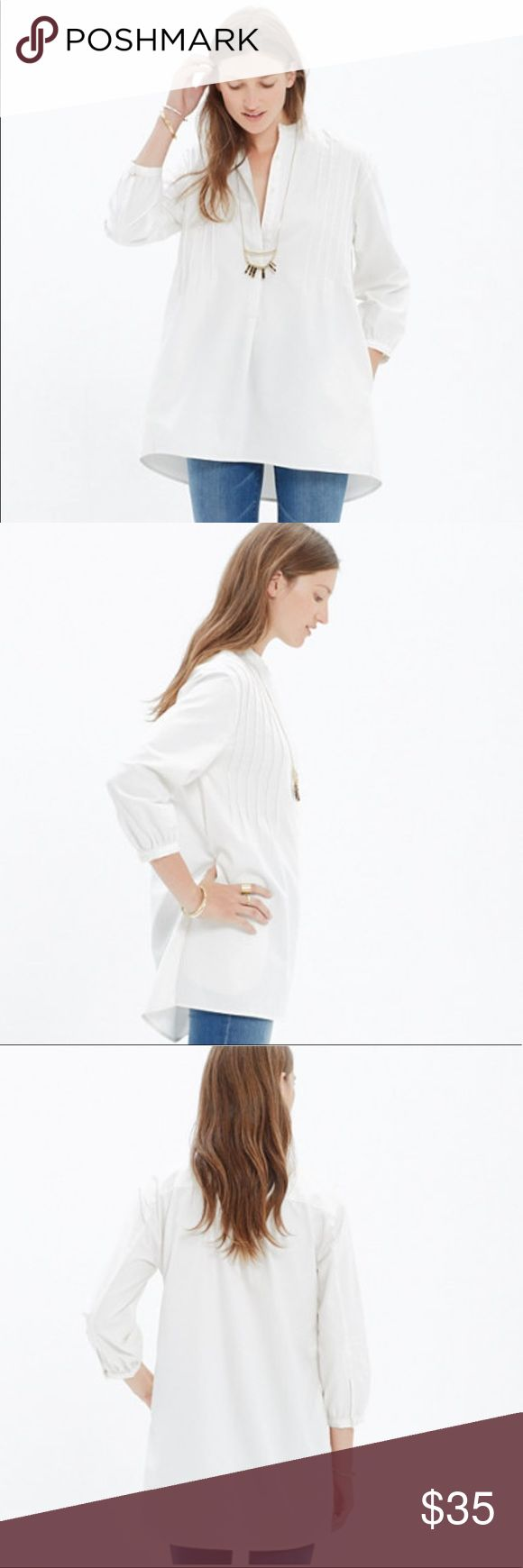 "Madewell Pintuck Tunic Madewell pintuck tunic in white. A cool, paired down take on a traditional peasant blouse. Size xxs. Slightly oversized fit. Made from 80% cotton 20% linen. Top is in excellent used condition.   Measurements:  Pit to pit: 17.5"" Length: 26"" Madewell Tops Tunics"