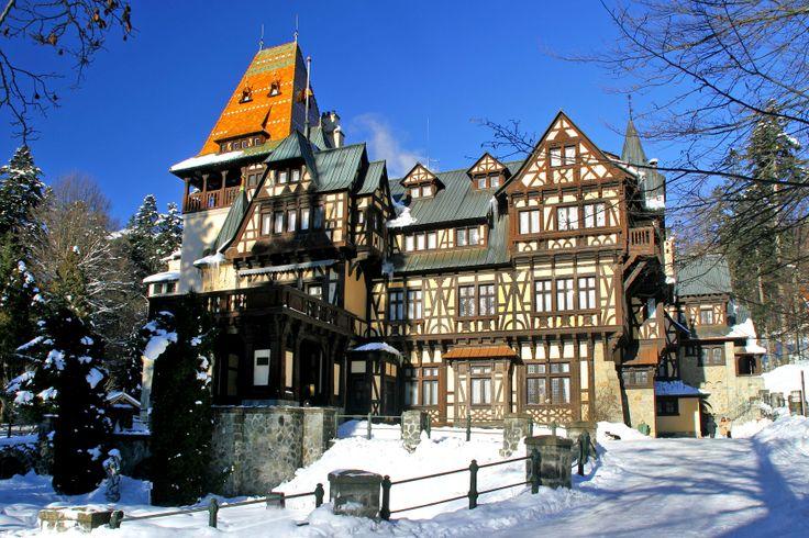 Schloss Pelisor in Sinaia, Prahova Tal. Von 1899-1903 wurde nur ein paar Hundert Meter vom Schloss Peles entfernt das Schloss Pelisor als Sommerresidenz für das Thronfolgerpaar erbaut. Beide Schlösser wurden vom Wiener Architekt Karl Liman erbaut. Hier lebten der Thronfolger und später König Ferdinand und die Königin Maria samt Kinder.