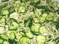 Okurkový salát na hubnutí: Chutná výborně a je vhodný i pro cukrovkáře a každého, kdo má problémy s trávením!