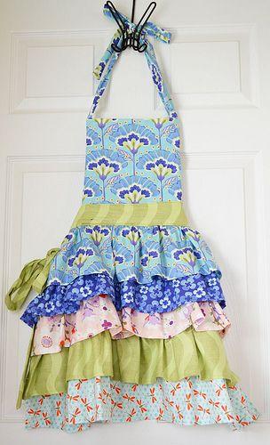 Cute ruffley apron! <3
