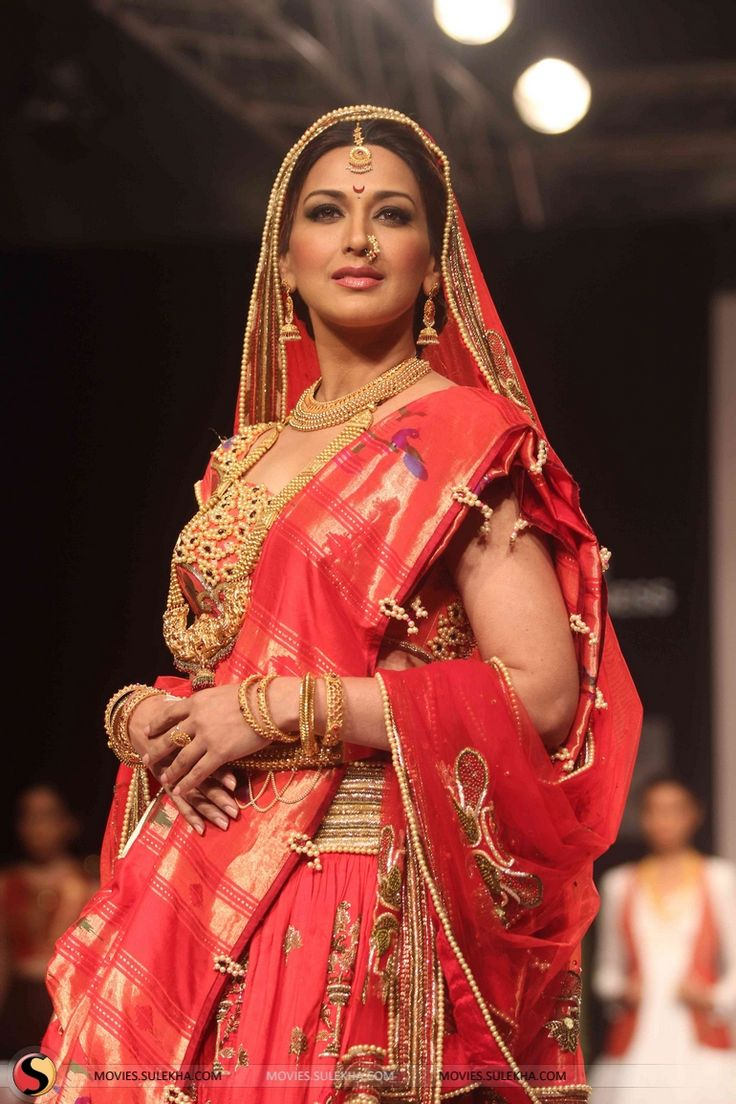 Sonali Bendre as a Maharashtrian Bride for Harshita Chatterjee Deshpande at Lakme Fashion Week, Winter-Festive 2013
