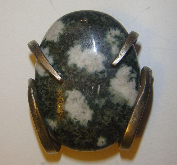 This fork pendent is mounted with a large piece of Preseli bluestone (approximately 34g), and complete the pendent weighs 60g a fraction over 2