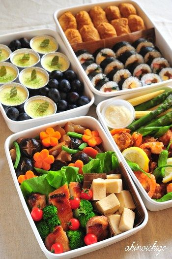 日本人のごはん/お弁当 Japanese meals/Bento 行楽弁当 Special Bento for Special Day for several people. 運動会のお弁当1