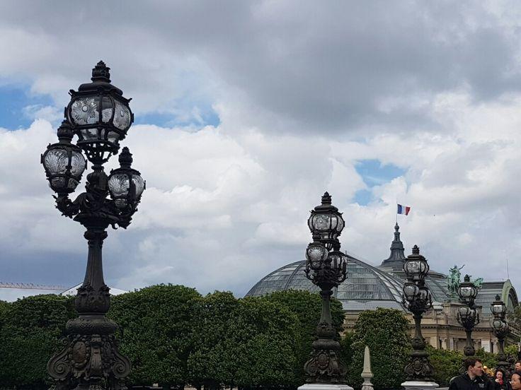 Da ponte Alexandre III para  a cupula de vidro e ferro do Grand Palais 💘