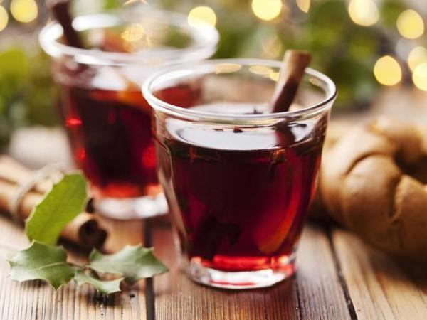 Пунш безалкогольный: рецепт. Пунш всегда согреет в холод и поможет поднять настроение. Первоначально его готовили из 5 компонентов: рома, вина, сока, сахара или меда и пряностей. Со временем появилось много рецептов, где исп…
