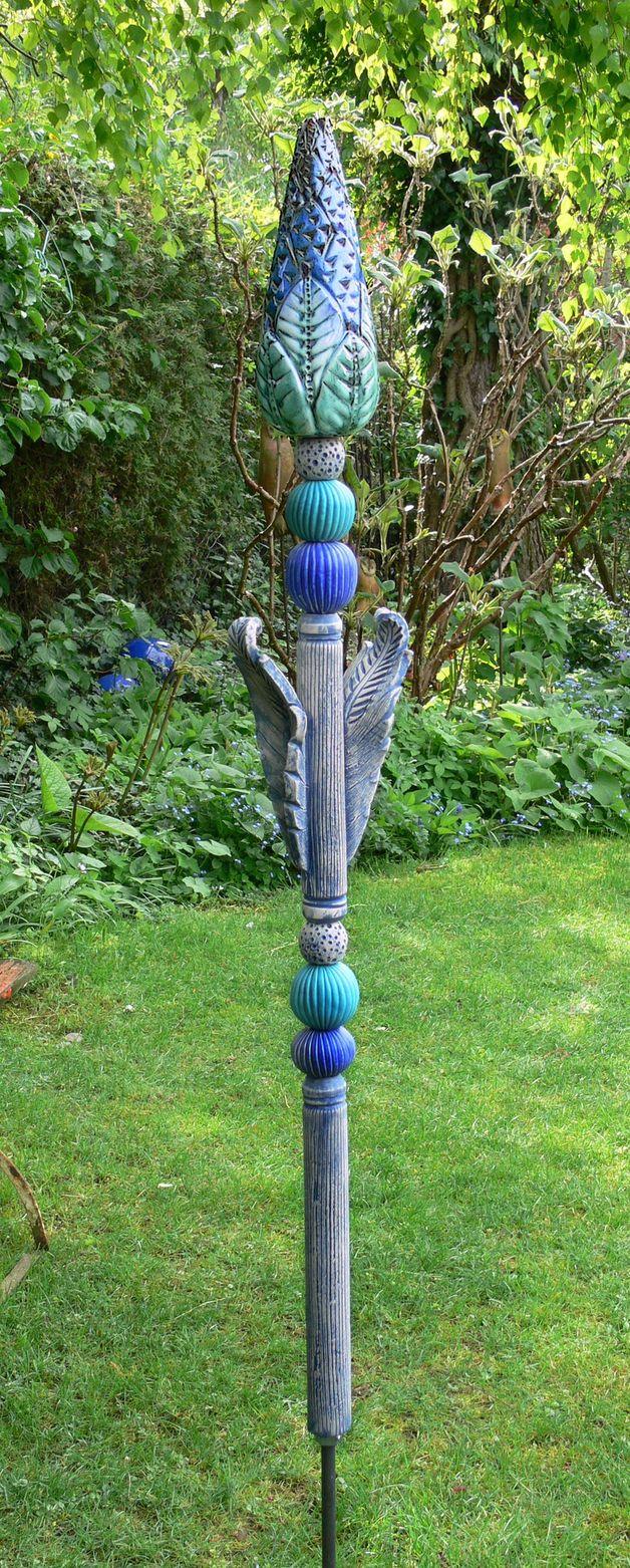 http://de.dawanda.com/product/64006459-Gartenkeramik-KNOSPENENSTELE-tuerkis-blau