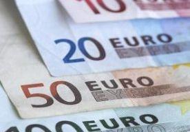 28-Apr-2013 12:05 - VROUW KRIJGT 22.000 JAAR OM SCHULD AF TE BETALEN. Een Franse vrouw heeft 2.648 euro te veel aan uitkering ontvangen. Ze moet het bedrag terugbetalen in termijnen van 12 cent per jaar.
