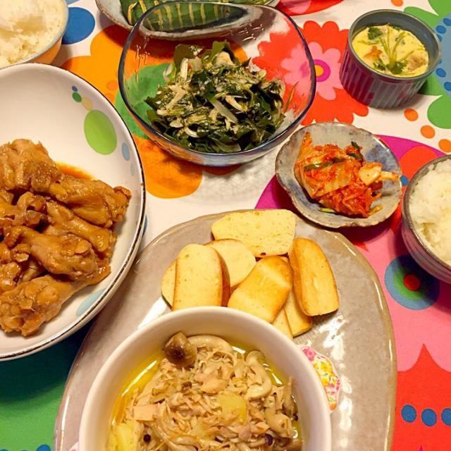 お昼に焼いたコストコ風ディナーロールをトーストして食べてみようかな、と思って夕飯のメニューをアヒージョにしました(´◡͐`)  ☆その他のメニュー☆  洋風茶碗蒸し キムチ 生わかめと新玉ねぎのサラダ 鶏手羽の甘酢煮 - 77件のもぐもぐ - コストコ風ディナーロールをカリカリに焼いて〜ツナとキノコのアヒージョ♡な晩ごはん by sakutae