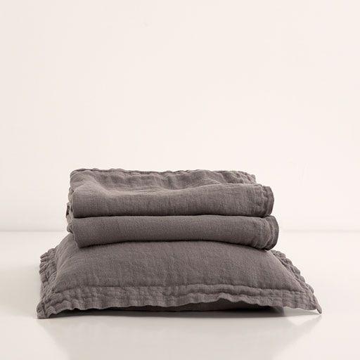 Colcha y funda de cojín lino lavado color carbón