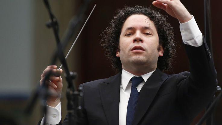 Der Stardirigent aus Venezuela wird im kommenden Jahr zum ersten Mal beim Wiener Musik-Event am Pult stehen.