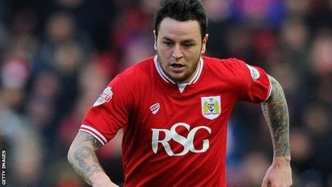 Lee Tomlin: Bristol City sign Bournemouth forward on three-year deal