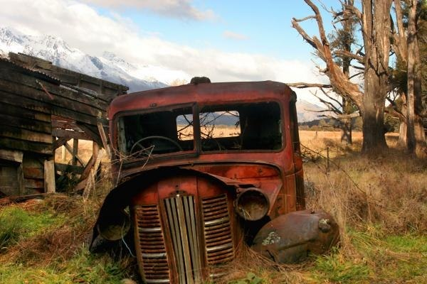 Camión viejo: Rustic Cars, Rust Red, Vintage Trucks, Vintage Things, Classic Trucks, Red Trucks, Abandoned Cars Trucks, Rustyand Chippi, Rustic Beautiful