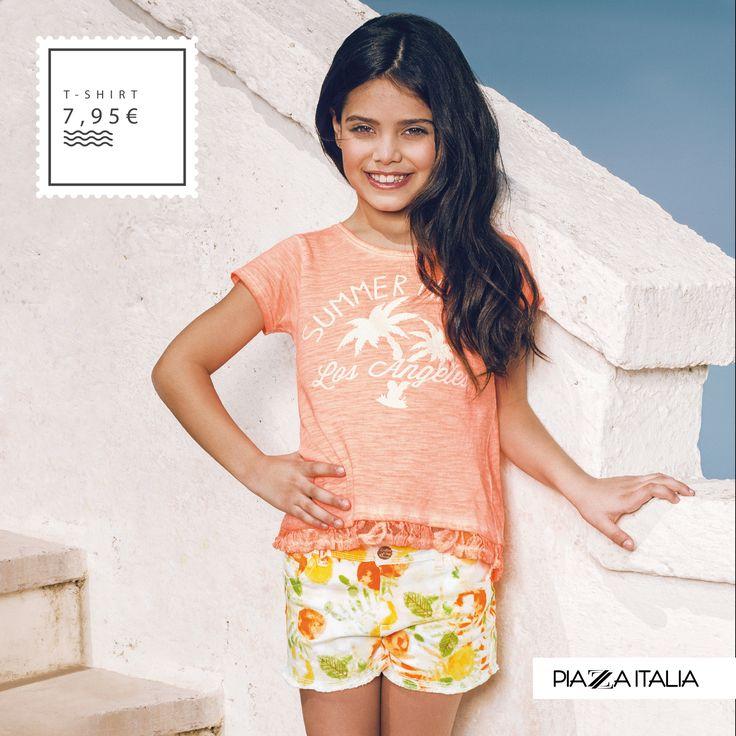 Una t-shirt colorata per un'estate alla moda. Scopri la collezione moda kids per i tuoi ragazzi.