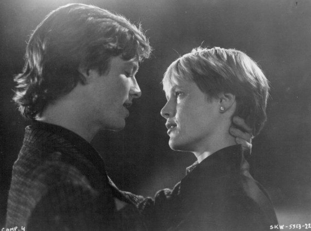 """Movie still of Mary Stuart Masterson and Eric Stoltz in """"Some Kind of Wonderful"""""""