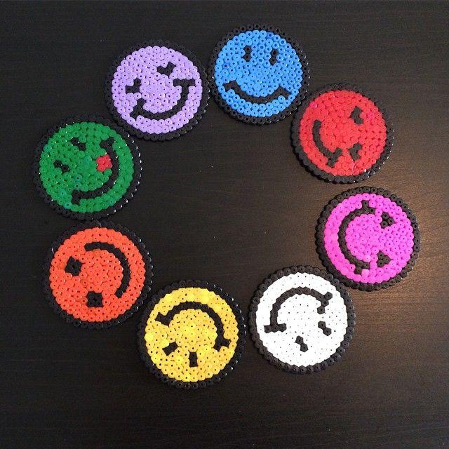 Les 24 meilleures images du tableau smiley cadre sur - Smiley perle a repasser ...