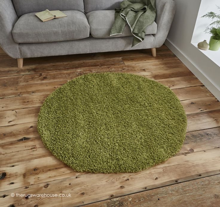 Vista Green Circle Rug, a budget modern shaggy rug in green (100% polypropylene, machine-woven, 133cm (4ft4' Circle)) http://www.therugswarehouse.co.uk/round-rugs/vista-circle-rugs/vista-green-circle-rug.html