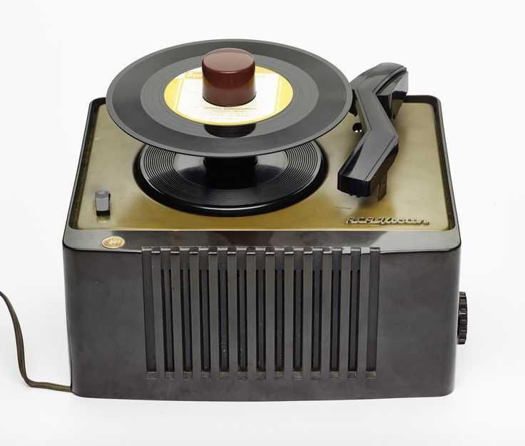 Record player by R.C.A. Victor, with a three-valve amplifier, a loudspeaker and an autochanger, introduced to launch 7 inch 45 r.p.m. records in 1948.
