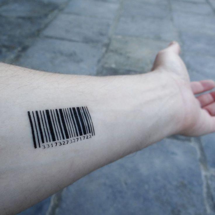 Tatouage code barre sur le bras