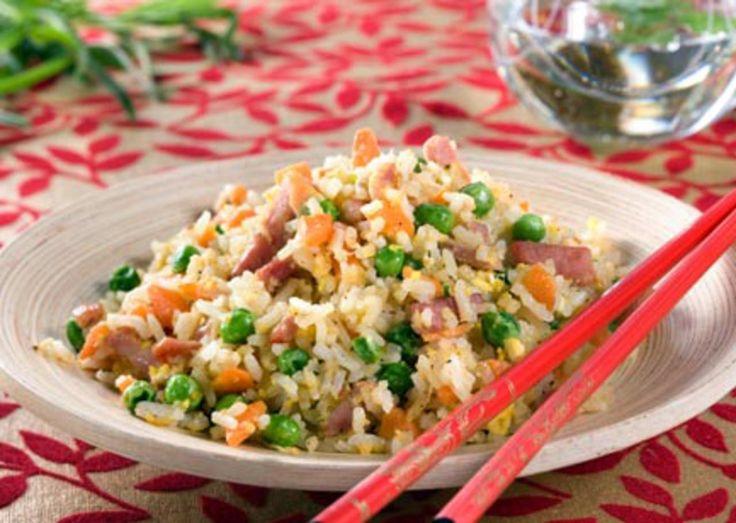 Fastfood behøver ikke å være usunt - stekt ris er et godt eksempel på at mat kan være raskt å lage og samtidig sunt og godt! Denne varianten kommer fra Singapore.Kilde: Opplysningskontoret for egg og kjøtt