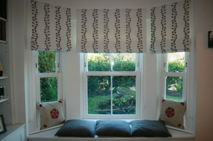 Linen roman blinds in a bay window melanie downing for Roman shades for bay windows