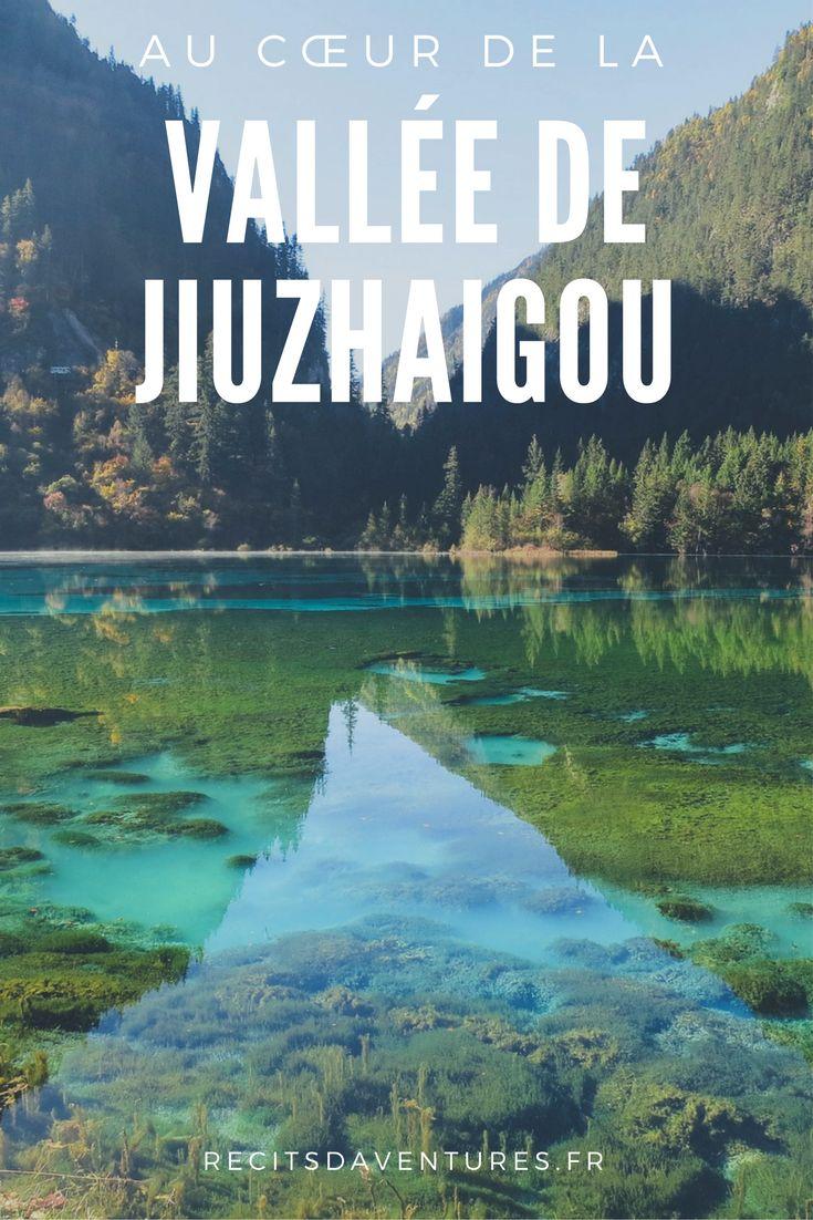 La Vallée de Jiuzhaigou est une réserve naturelle du plateau tibétain, dans la province chinoise du Sichuan. Cette forêt tempérée possédant la plus grande diversité biologique au monde est un lieu exceptionnel où j'ai pu s'émerveiller pendant deux jours. Entre sommets enneigés, lacs couleur bleu azur, paisibles forêts et cascades… c'est la grosse claque assurée. | Chine