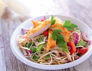 Ensaladas única, el plato estrella de la cocina de verano por su frescura y sus escasa calorías. Te damos la receta de la ensalada tailandesa, verano con sabor exótico.  http://www.soymanitas.com/cocina-de-verano-ensalada-tailandesa