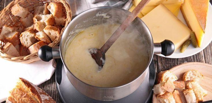 Ein gutes Fondue Rezept ist die Halbe Miete für einen gelungenen Abend. Gut, dass wir nicht nur eins, sondern die  8 besten Käsefondue-Rezepte und Tipps gesammelt haben.