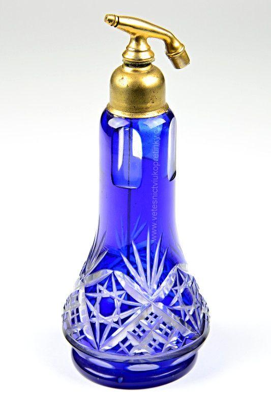 Velký ručně broušený flakon na parfém