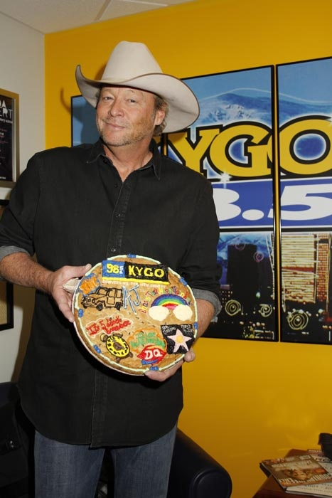 Alan jackson and his giantcookie from woodycreekcafe
