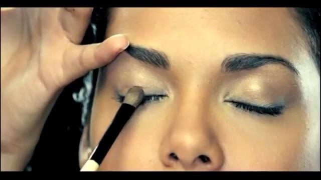 Indian Bridal Makeup tutorial by Namrata Soni  MyShaadi.in. Renowned Celebrity Make-Up Artist Namrata Soni share expert tips on Indian Bridal Make-Up for Maybelline New York.