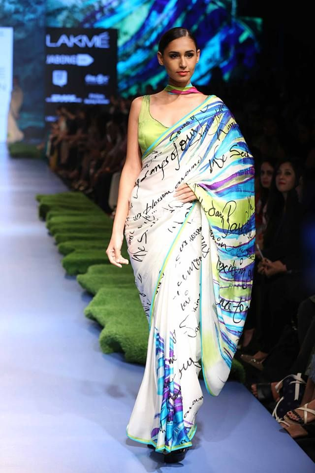 #GauriKhan plays with calligraphic scribbles for a relaxed and casual look at #LakmeFashionWeek