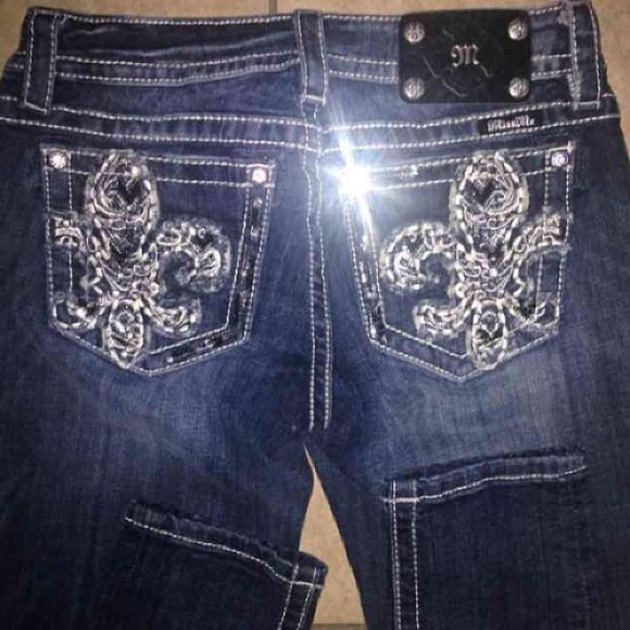 """MISS ME 31 SKINNY JEANS NWT NWT MISS ME SKINNY JEANS   SIZE 31  X  30"""" INSEAM   100% AUTHENTIC GUARANTEED!  ********FAST SHIPPING!!!! *******  rock revival,idol, grace in LA, cow girl, day trip, sinful, buckle,bling,BKE,bootcut, rhinestones,easy, Miss Me Jeans Skinny"""