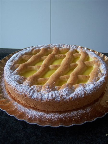 http://blog.alice.tv/lattemiele/2014/03/13/crostata-della-nonna/