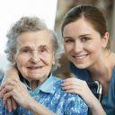Cuidador de idosos é necessário quando o idoso não tem mais autonomia para se cuidar. Entenda quando e como contratar um cuidador de idosos