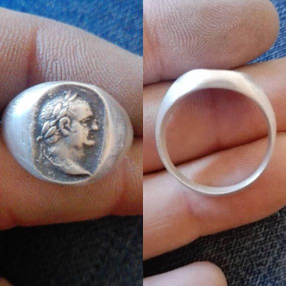 Mira este artículo en mi tienda de Etsy: https://www.etsy.com/es/listing/567007225/titus-flavius-vespasianus-ring-with-bust