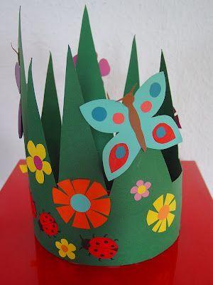 Gras, bloemen en vlinder