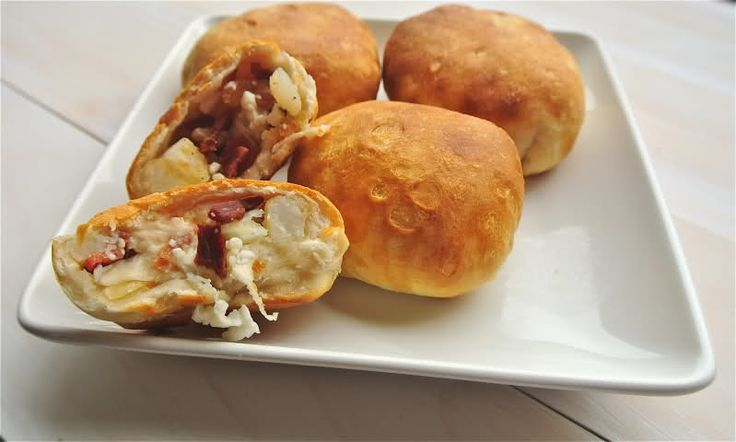 Stuffed Breakfast Biscuits--Biscuits filled with bacon, eggs, hash browns, and cheese for only 3 ww points +