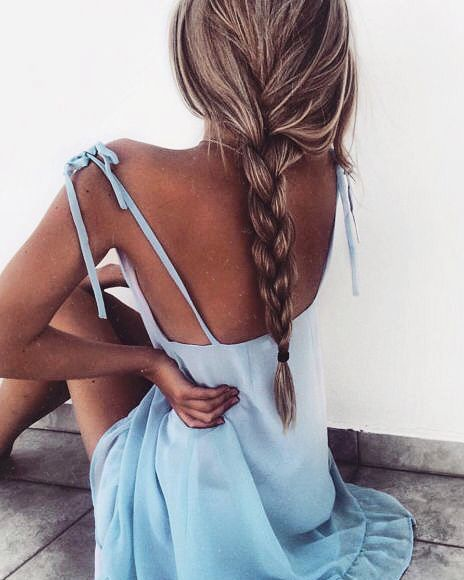 Ice blue dress, blonde hair and tanned skin - perfect combo