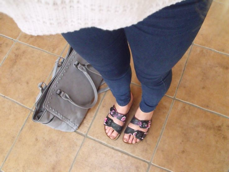 Street Style outfit of the day from an Irish Blogger. Birkenstocks from debenhams jeans from topshop, bag savida range from dunnes stores